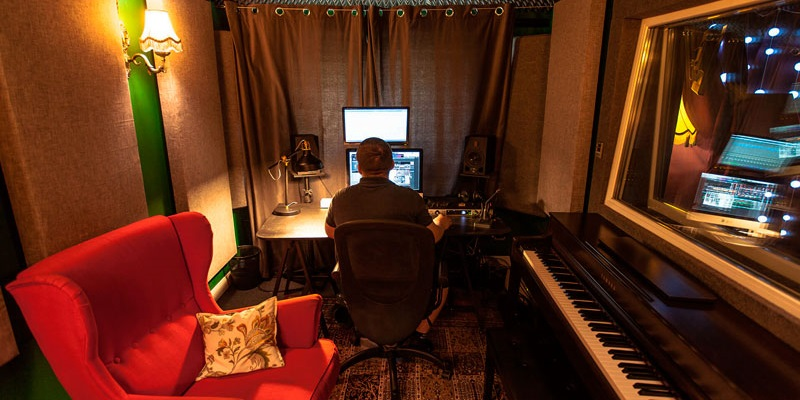 Difference between a professional and a home recording studio