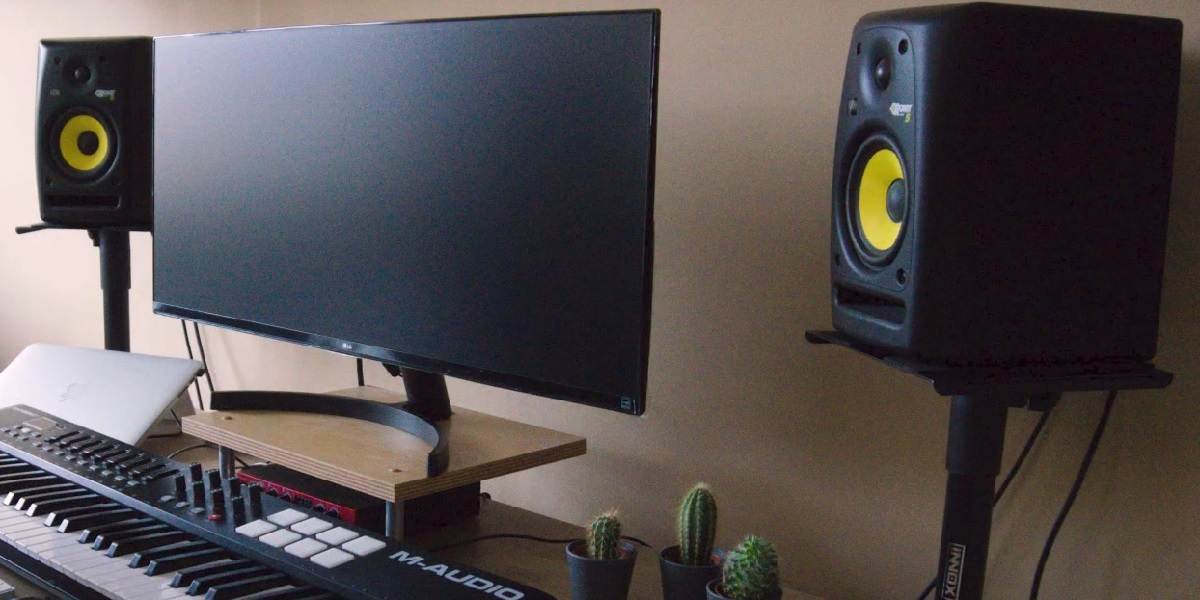 Tips to Choose Monitor Stands for Recording Studio