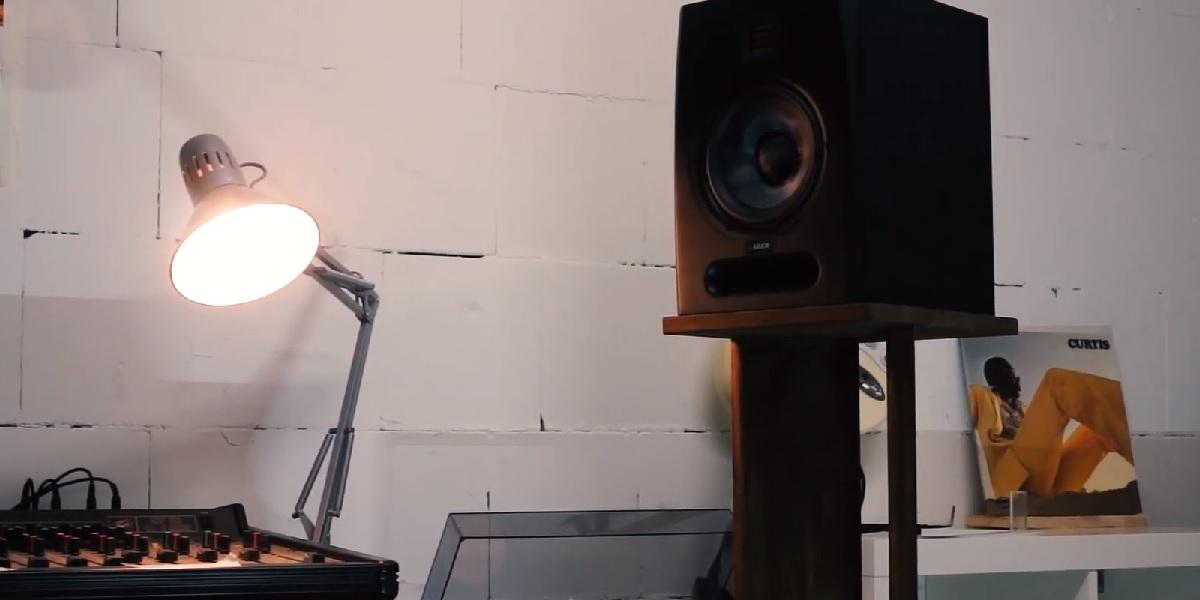 studio speakers stands